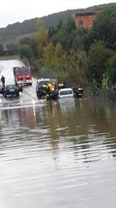 Interventi dei soccorritori su via Lazio.
