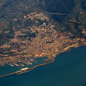 Veduta aerea di Civitavecchia. Foto tratta da Wikipedia.