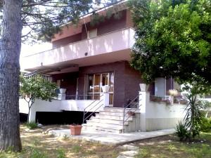 La villa sede della casa-famiglia Monello Mare