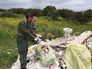 Foto della discarica scoperta dai Rangers d'Italia.