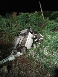 Auto capovolta nell'incidente dell'Epifania