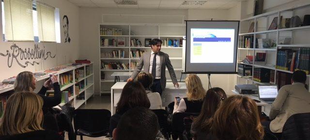 Emanuele Minghella durante la presentazione del nuovo portale