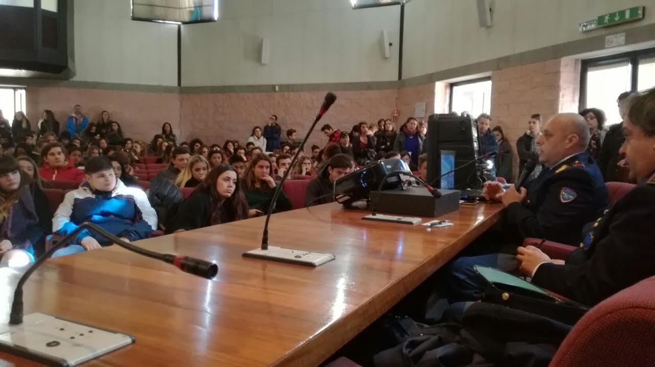 Bullismo e Cyberbullismo: conferenza a Civitavecchia sul contrasto e la consapevolezza