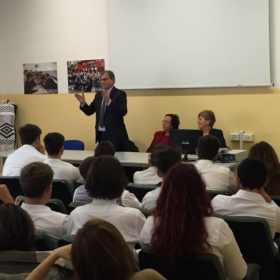 L'onorevole Minnucci ha visitato le due sedi dell'Istituto Nautico di Civitavecchia.
