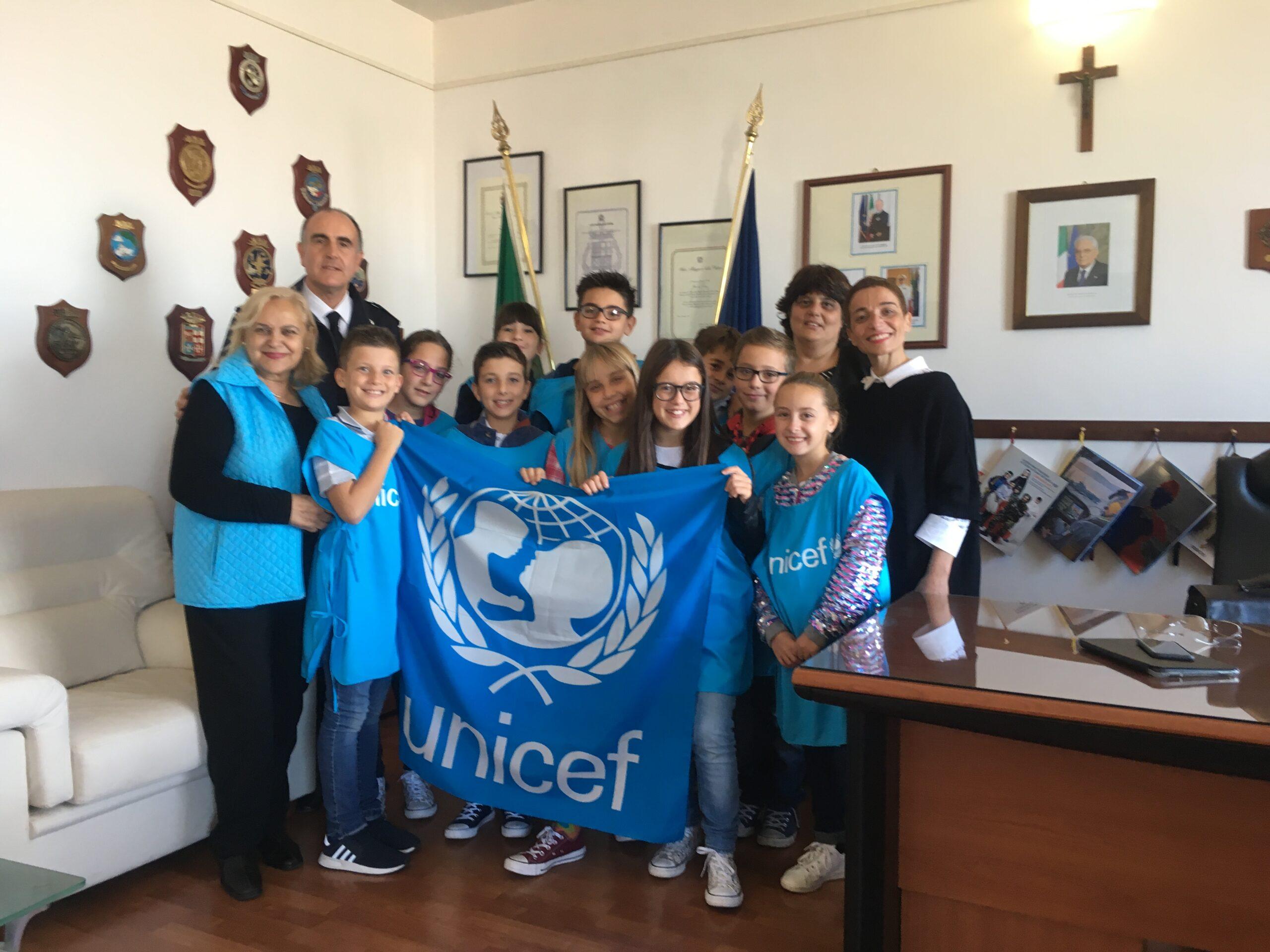 Civitavecchia: i piccoli Ambasciatori Unicef incontrano il Comandante della Capitaneria di Porto Leone