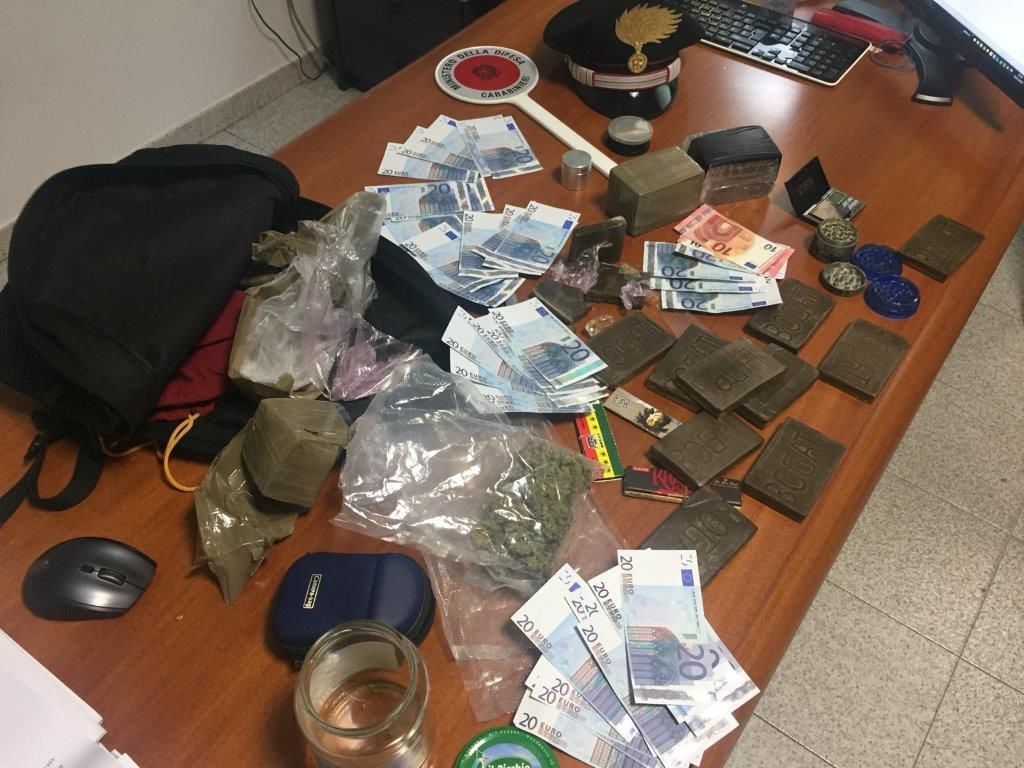 Arrestato a Santa Severa giovane con due chili di droga e mille euro falsi