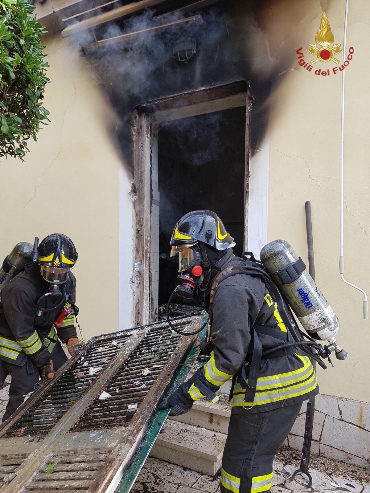 Incendio in una abitazione a Santa Marinella