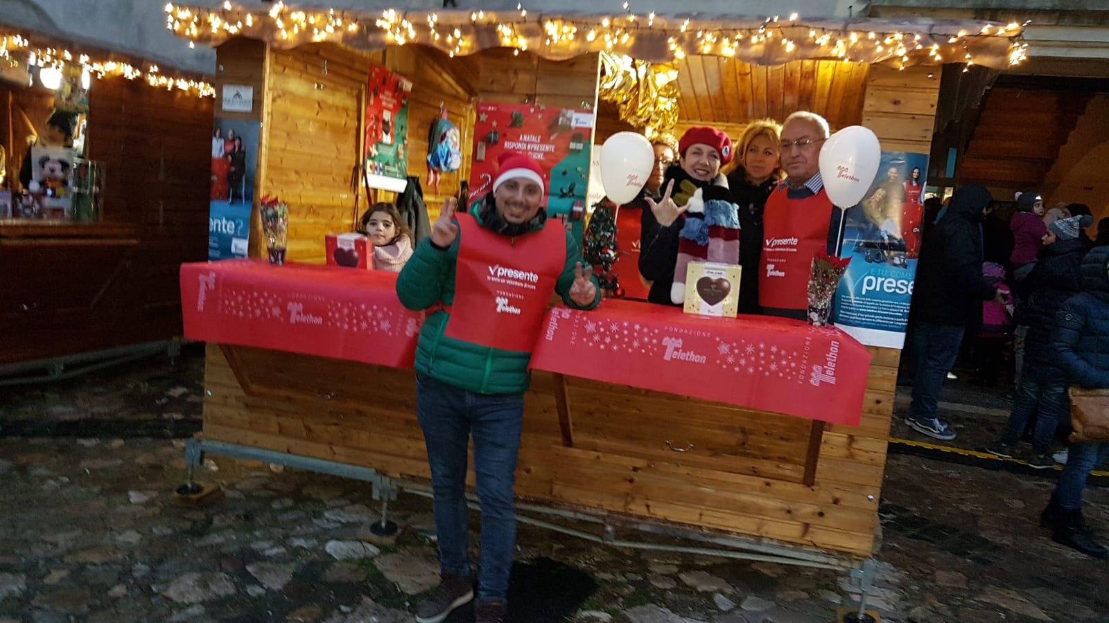 Maratona Telethon 2018: L'Associazione Il Sole porta i cuori di cioccolata nel Magico Castello di Babbo Natale.