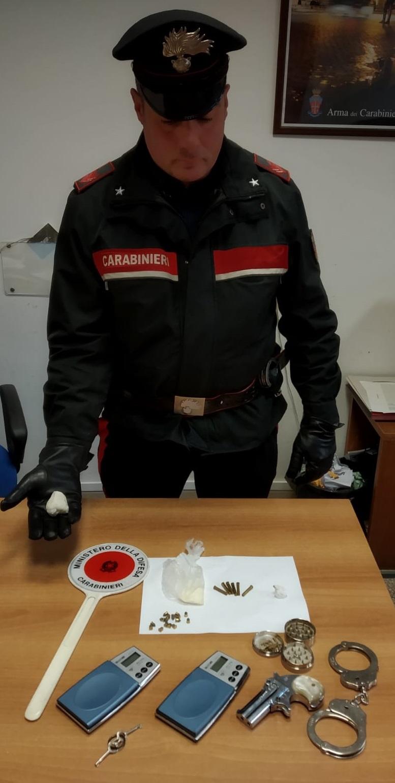 Trovato con armi e cocaina. Arrestato dai Carabinieri un 73enne.